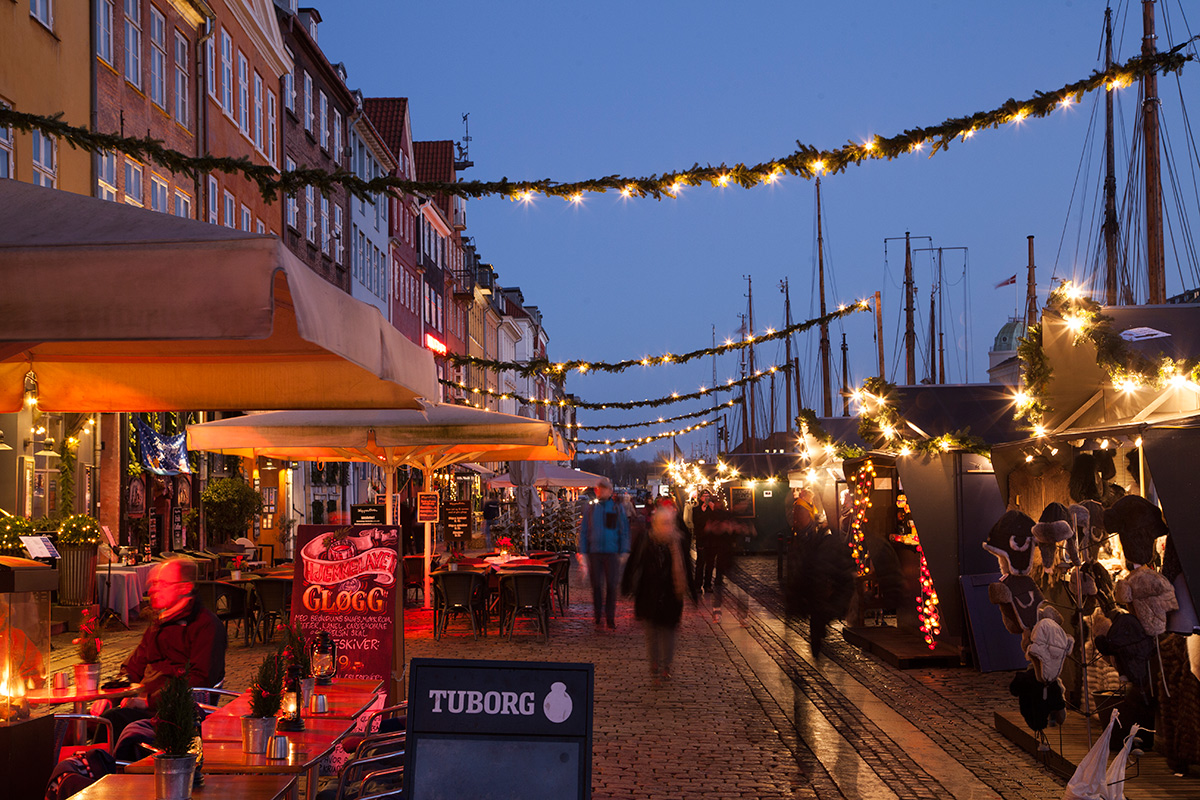 picture of Christmas lights at Nyhavn in Copenhagen