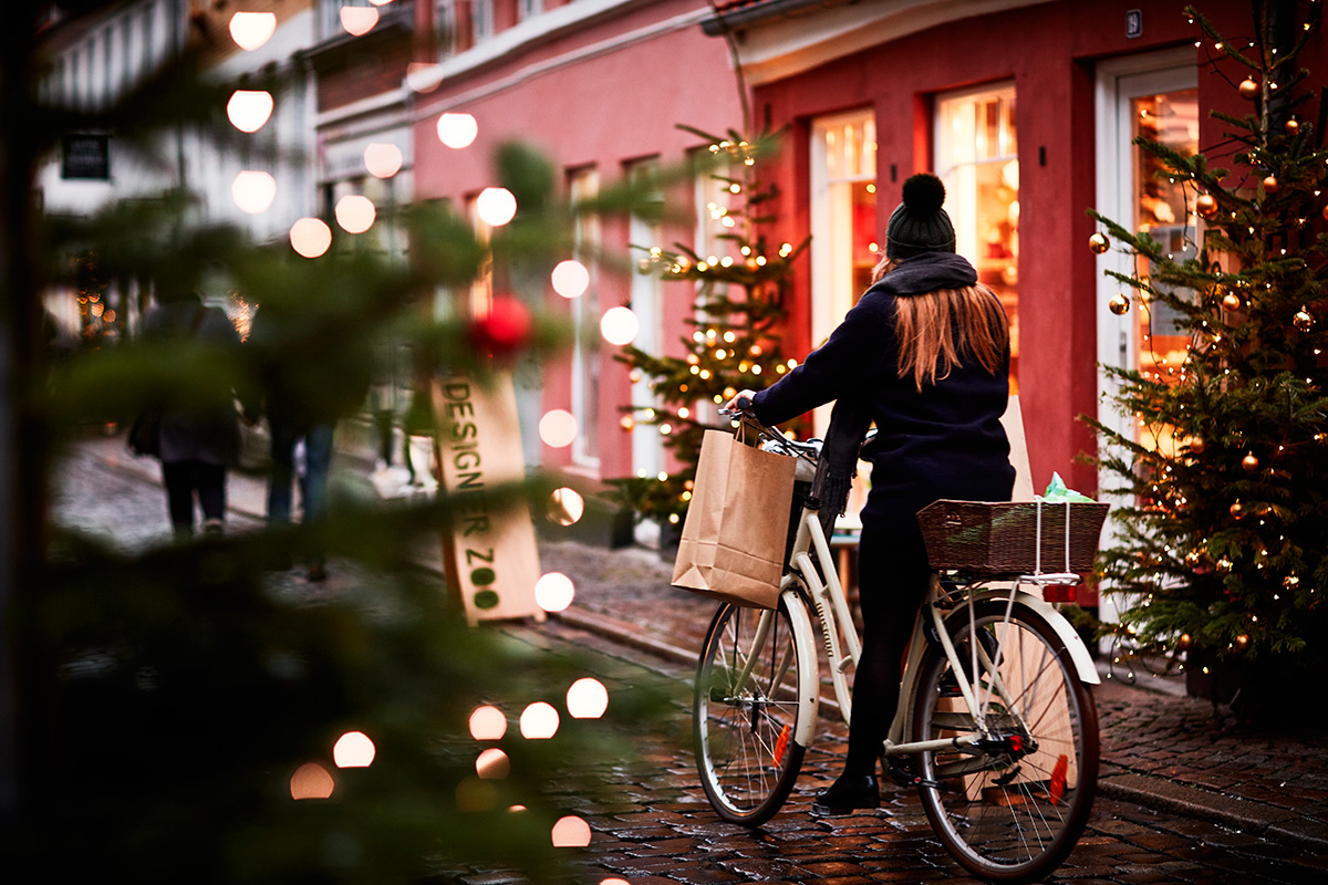 picture of Christmas tree and girl on bicycle n Aarhus